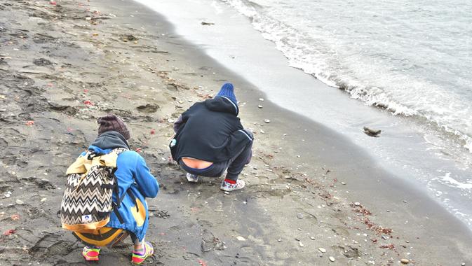 浜辺でおしりが出てる画像